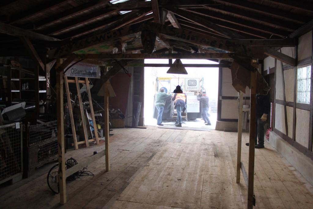 Der Wagen des Fördervereins und der Burgschauspiele Leofels - Rollout aus dem Güterschuppen
