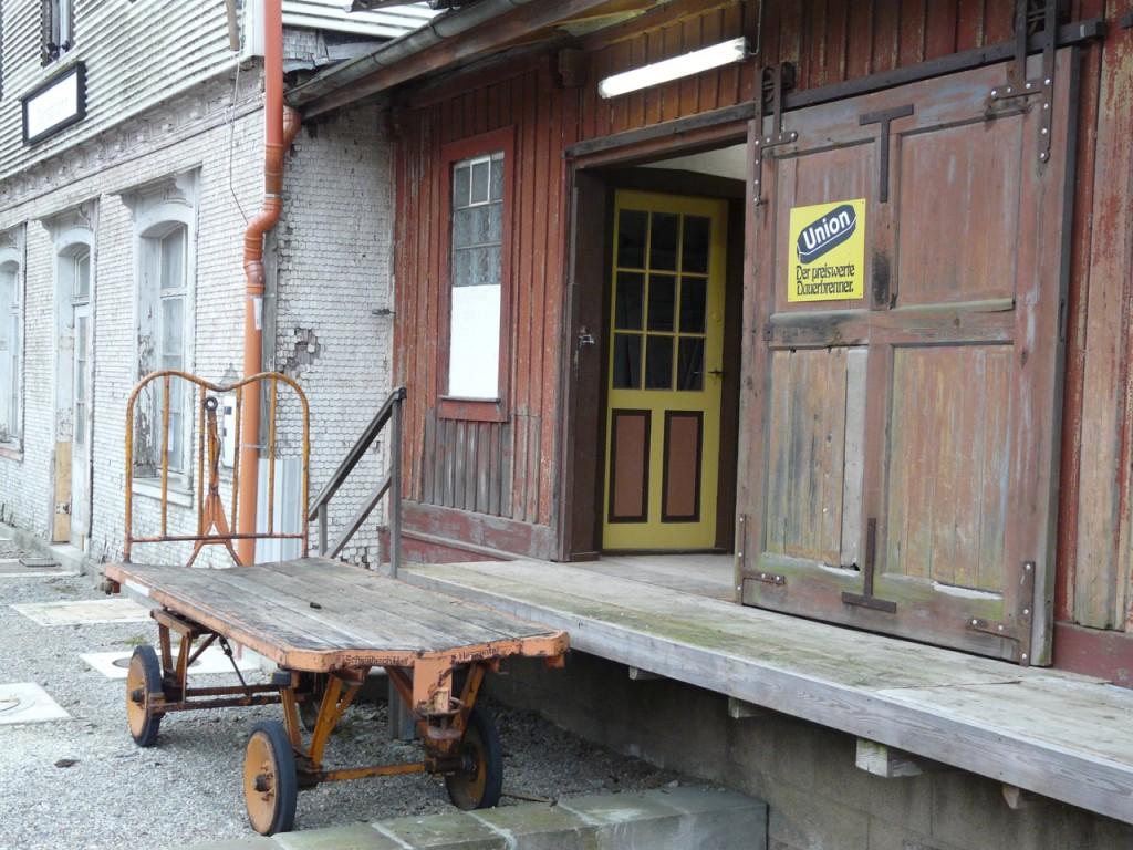 Güterschuppen Nordseite Tor 1