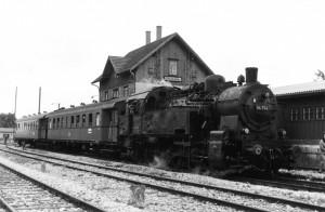 Sonderzug mit 94 754 vom BW Crailsheim Bahnhof Gerabronn 16.9.1967